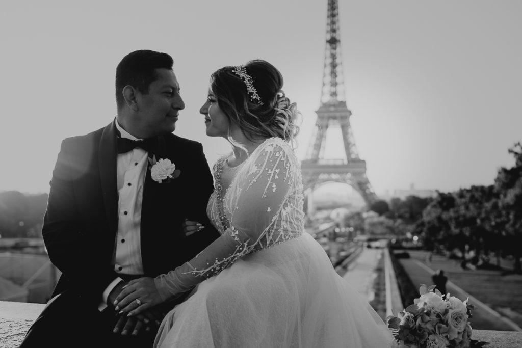 LaureneAndTheWolf montmartre tour eiffel Paris 10 2 1024x683 - Elopement à Paris - shooting Tour Eiffel, Montmartre, FR