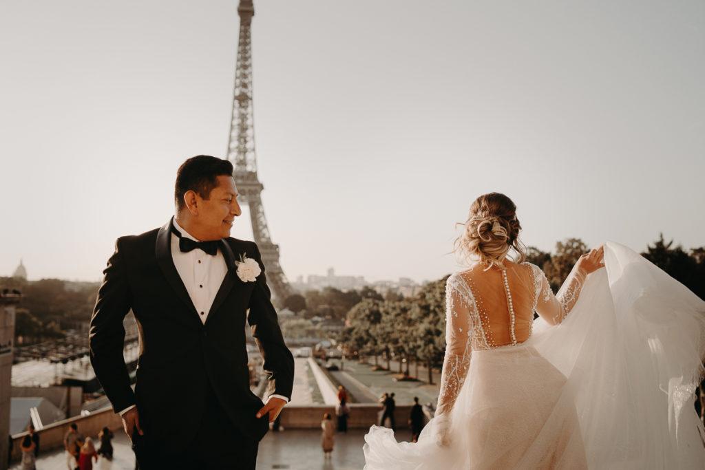 LaureneAndTheWolf montmartre tour eiffel Paris 17 2 1024x683 - Elopement à Paris - shooting Tour Eiffel, Montmartre, FR