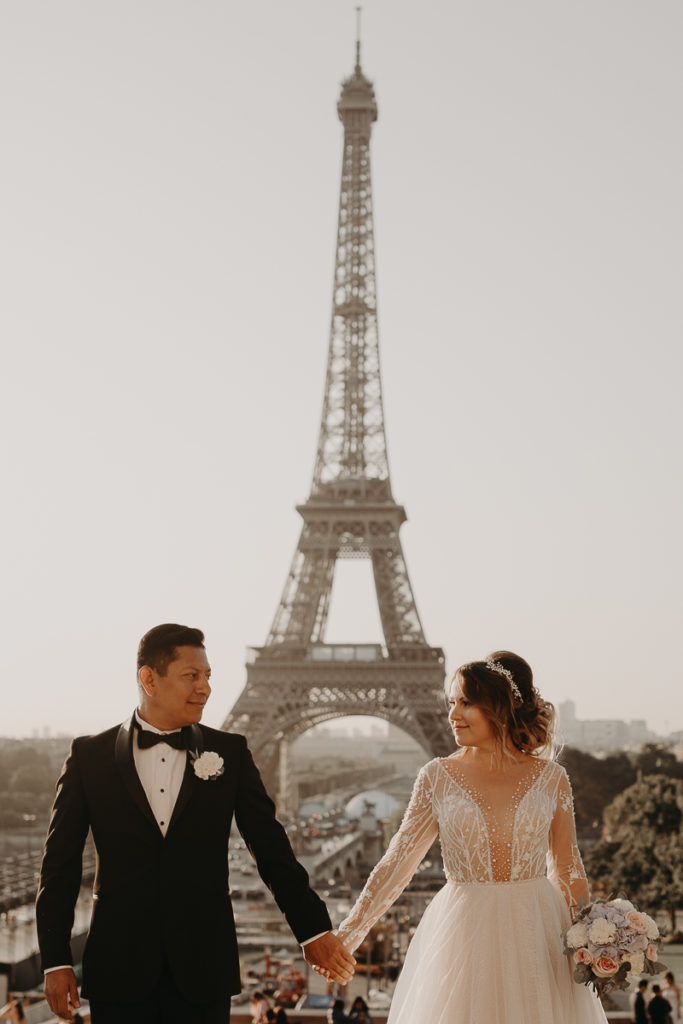 LaureneAndTheWolf montmartre tour eiffel Paris 20 2 683x1024 - Elopement à Paris - shooting Tour Eiffel, Montmartre, FR