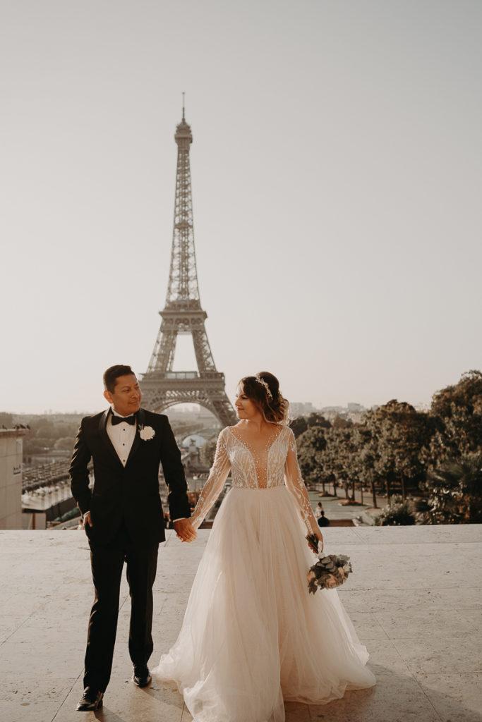 LaureneAndTheWolf montmartre tour eiffel Paris 22 1 683x1024 - Elopement à Paris - shooting Tour Eiffel, Montmartre, FR