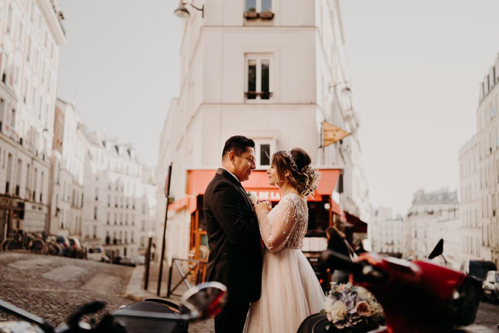 LaureneAndTheWolf montmartre tour eiffel Paris 52 1 1024x683 - Elopement à Paris - shooting Tour Eiffel, Montmartre, FR