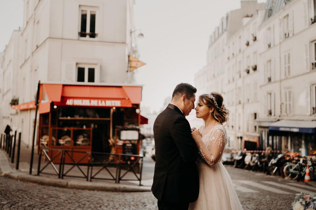 LaureneAndTheWolf montmartre tour eiffel Paris 53 1 1024x683 - Elopement à Paris - shooting Tour Eiffel, Montmartre, FR
