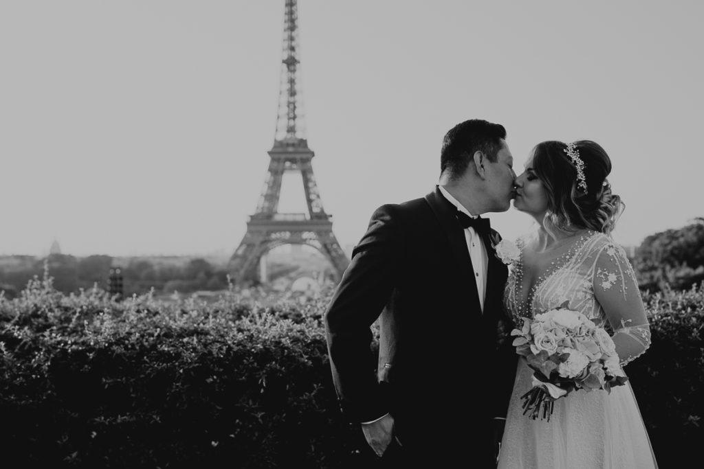 LaureneAndTheWolf montmartre tour eiffel Paris 6 2 1024x683 - Elopement à Paris - shooting Tour Eiffel, Montmartre, FR