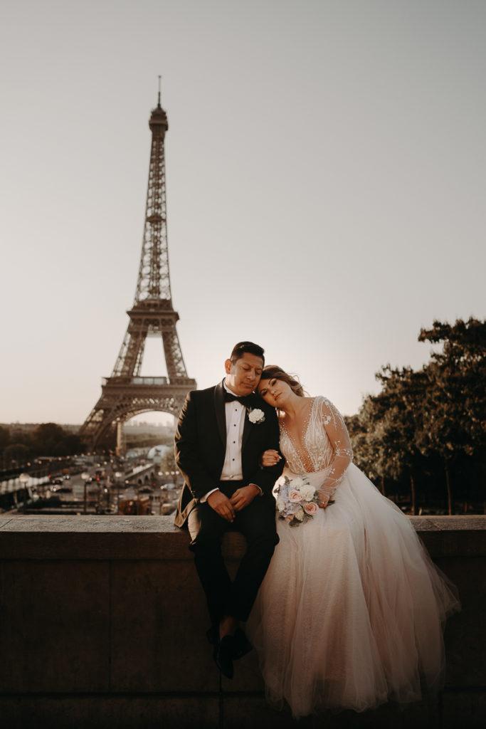 LaureneAndTheWolf montmartre tour eiffel Paris 8 2 683x1024 - Elopement à Paris - shooting Tour Eiffel, Montmartre, FR
