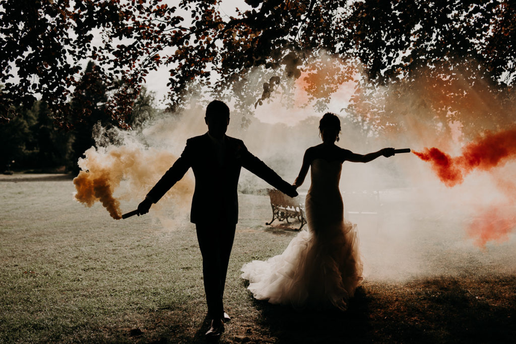 laurene and the wolf fumigenes smoke bombs 1024x683 - Fumigènes de couleur pour votre mariage