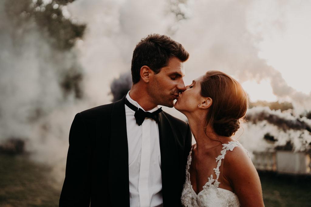 laurene and the wolf fumigenes smoke bombs 15 1024x683 - Fumigènes de couleur pour votre mariage
