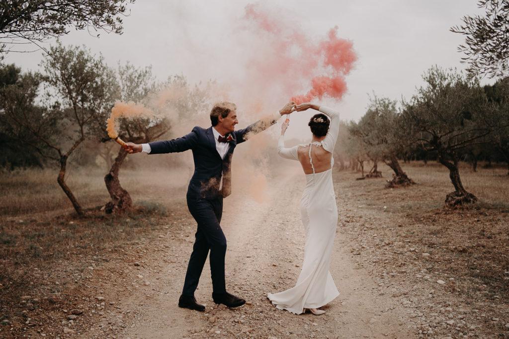 fumigène couple mariage coloré