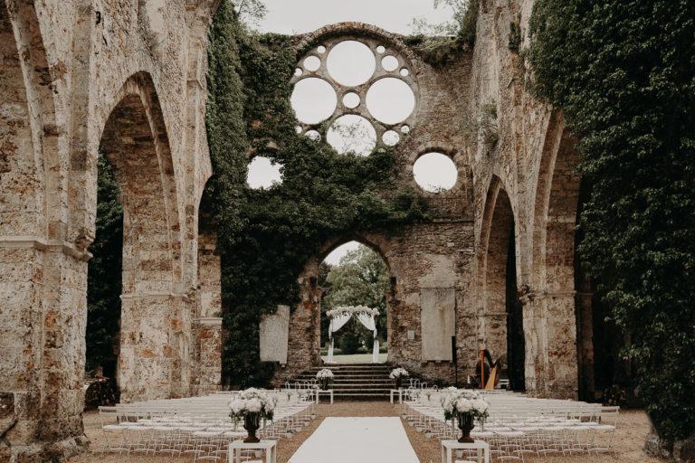 laurene and the wolf abbaye des vaux de cernay 153 768x512 - Mariage à l'Abbaye des Vaux de Cernay : Alice et Simon