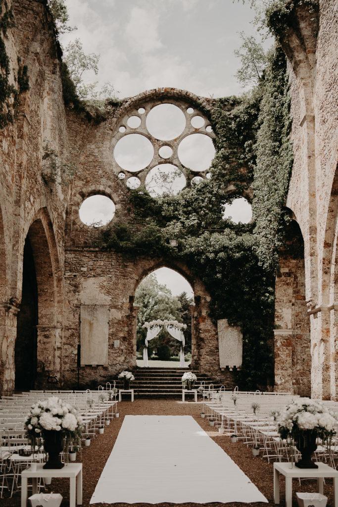 laurene and the wolf abbaye des vaux de cernay 23 683x1024 - Mariage à l'Abbaye des Vaux de Cernay : Alice et Simon