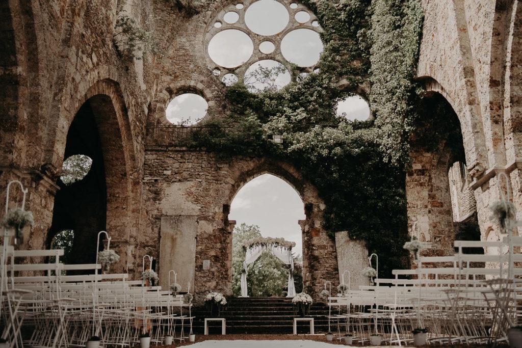 laurene and the wolf abbaye des vaux de cernay 26 1024x683 - Mariage à l'Abbaye des Vaux de Cernay : Alice et Simon