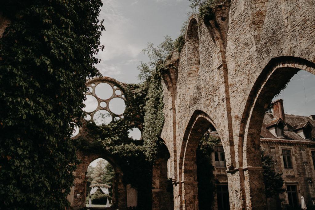 laurene and the wolf abbaye des vaux de cernay 27 1024x683 - Les plus beaux lieux de réception mariage en Ile de France et à Paris