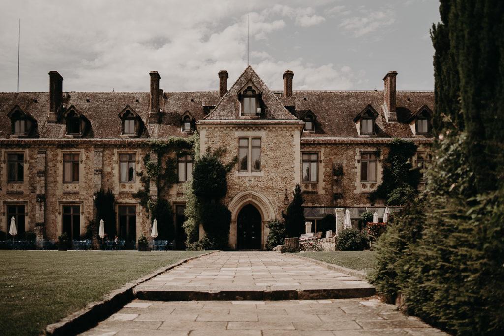 laurene and the wolf abbaye des vaux de cernay 28 1024x683 - Les plus beaux lieux de réception mariage en Ile de France et à Paris