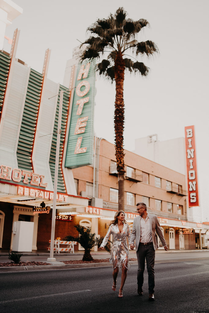 laurene and the wolf elopement las vegas 40 683x1024 - Elopement à Las Vegas : Shiva et CJ